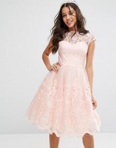 Премиум-платье миди с кружевом и короткими рукавами Chi Chi London - Розовый