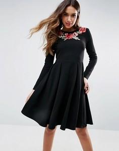 Короткое приталенное платье с вышивкой роз Club L - Черный