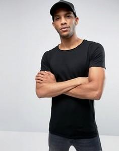Обтягивающая футболка с овальным вырезом и необработанным краем Liquor & Poker - Черный
