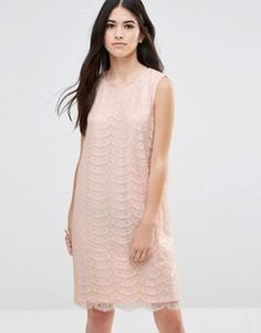 Цельнокройное платье из кружева металлик с вырезом капелькой сзади Traffic People - Розовый