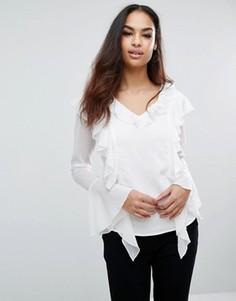 Рубашка с оборками спереди Club L - Белый
