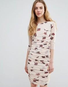 Сетчатое облегающее платье с принтом гвоздик и сборками Ganni Silverstone - Кремовый