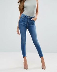Выбеленные зауженные джинсы со ступенчатым краем ASOS RIDLEY - Синий