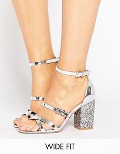 Сандалии на каблуке для широкой стопы с блестками ASOS HOP IT - Серебряный