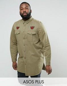 Состаренная супердлинная рубашка навыпуск с нашивками ASOS PLUS - Зеленый