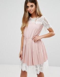 Кружевное платье миди с плиссированной юбкой Boohoo - Розовый