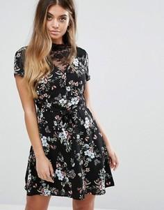 Чайное платье с кружевной вставкой и цветочным принтом Boohoo - Черный