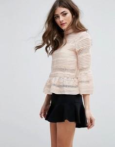 Кружевная блузка с баской и высоким воротом Miss Selfridge - Розовый