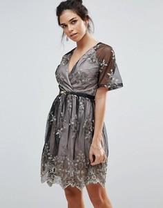 Приталенное платье мини с вышивкой и поясом Little Mistress - Черный
