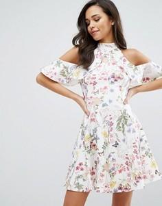 Платье с цветочным принтом, оборкой и открытыми плечами Miss Selfridge - Мульти