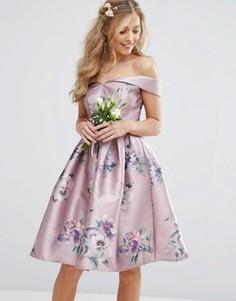 Атласное платье миди с цветочным принтом и открытыми плечами Chi Chi London - Мульти