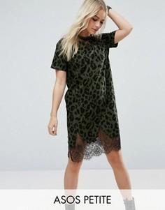 Платье-футболка с леопардовым принтом и кружевными вставками ASOS PETITE - Зеленый