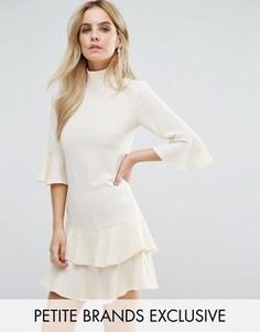 Платье с присборенной юбкой и расклешенными рукавами John Zack Petite - Кремовый