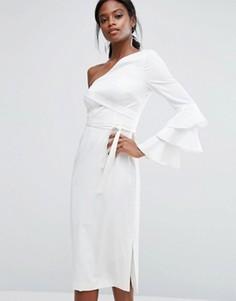 Платье-футляр с крупными оборками на рукаве Lavish Alice - Белый