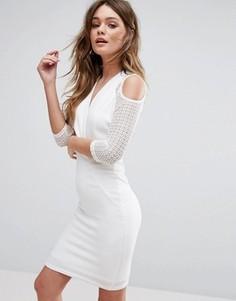 Платье с запахом и открытыми плечами TFNC - Белый