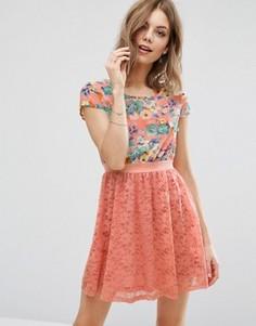 Платье с цветочным принтом и юбкой кроше Madam Rage - Розовый