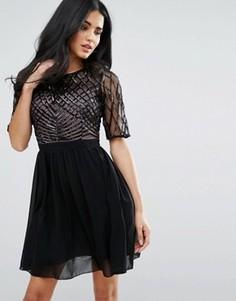 Короткое приталенное платье с декорированным лифом Little Mistress - Черный