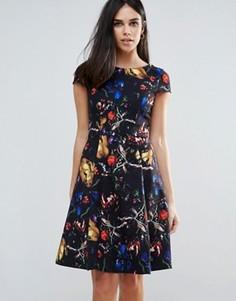 Короткое приталенное платье с принтом Paperdolls - Мульти
