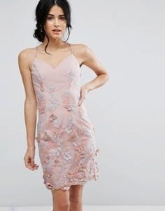 Платье-футляр с 3D вышивкой Chi Chi London - Розовый