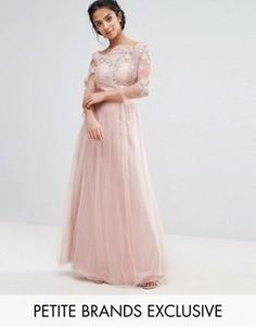 Платье макси с кружевным топом и юбкой из тюля Chi Chi London Petite - Розовый