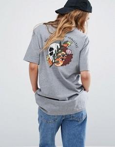 Свободная футболка бойфренда с черепом на спине RVCA - Серый