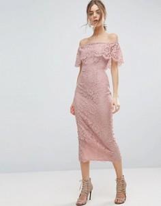Кружевное платье-футляр миди с открытыми плечами ASOS - Розовый