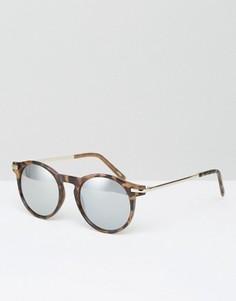 Солнцезащитные очки с металлическими дужками в черепаховой оправе Monki - Коричневый