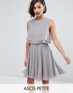 Декорированное короткое приталенное платье с двойными рюшами ASOS PETITE - Серый