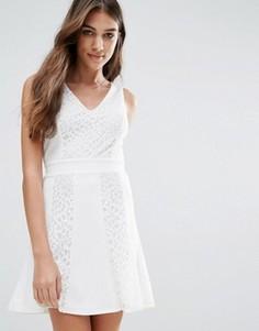 Короткое приталенное платье Wal G - Белый