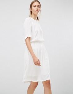 Однотонное платье Just Female - Кремовый
