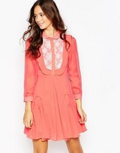 Платье с ажурной отделкой Jovonna Premier Go With The Flow - Красный