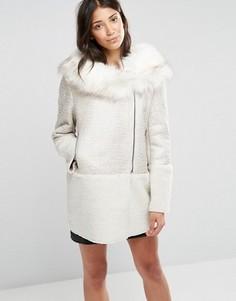 Пальто с воротником из искусственного меха Glamorous - Кремовый