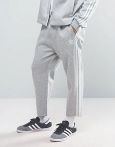 Серые укороченные джоггеры adidas Originals New York Pack BK7292 - Серый