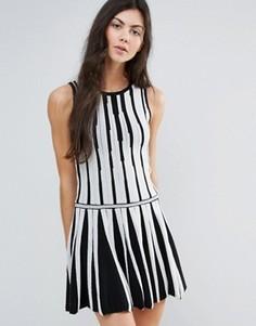 Короткое приталенное платье монохромной расцветки Endless Rose - Черный