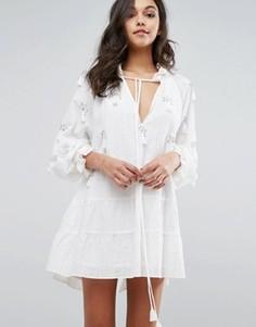 Платье с вышивкой бисером и кисточками Stevie May Novella - Белый