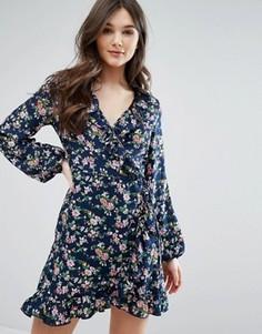Платье с запахом и оборкой QED London - Темно-синий