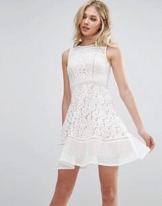 Короткое приталенное платье из кружева Glamorous - Белый