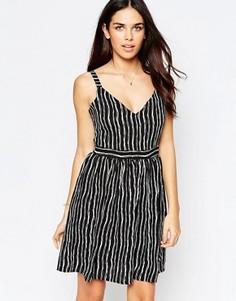 Короткое приталенное платье в полоску Style London - Черный