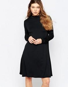 Свободное платье с высокой горловиной b.Young - Черный