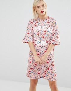 Платье-футболка с цветочным принтом Love Moschino Typical Girl - Розовый