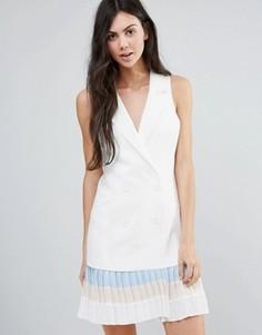Приталенное платье-футляр с оборкой Endless Rose - Белый
