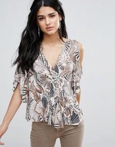 Блузка с принтом и вырезами на плечах Free People Amour - Белый