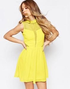 Короткое приталенное платье с кружевными вставками Liquorish - Желтый