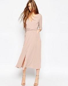 Платье миди из крепа с запахом ASOS - Розовый