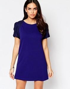 Цельнокройное платье с кружевом на рукавах Liquorish - Синий