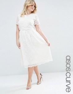 Кружевное платье миди с укороченной накладкой на топе ASOS CURVE - Кремовый