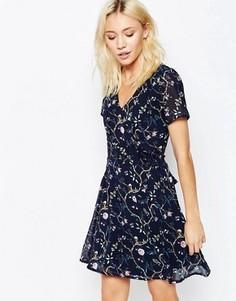Платье с завязкой сзади и цветочным принтом Yumi - Темно-синий