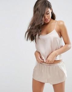 Атласная пижама с топом и шортами ASOS - Бежевый
