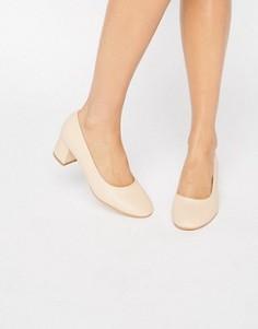 Туфли на среднем каблуке Truffle - Бежевый