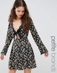 Короткое приталенное платье с цветочным принтом и кружевной отделкой Glamorous Petite - Мульти